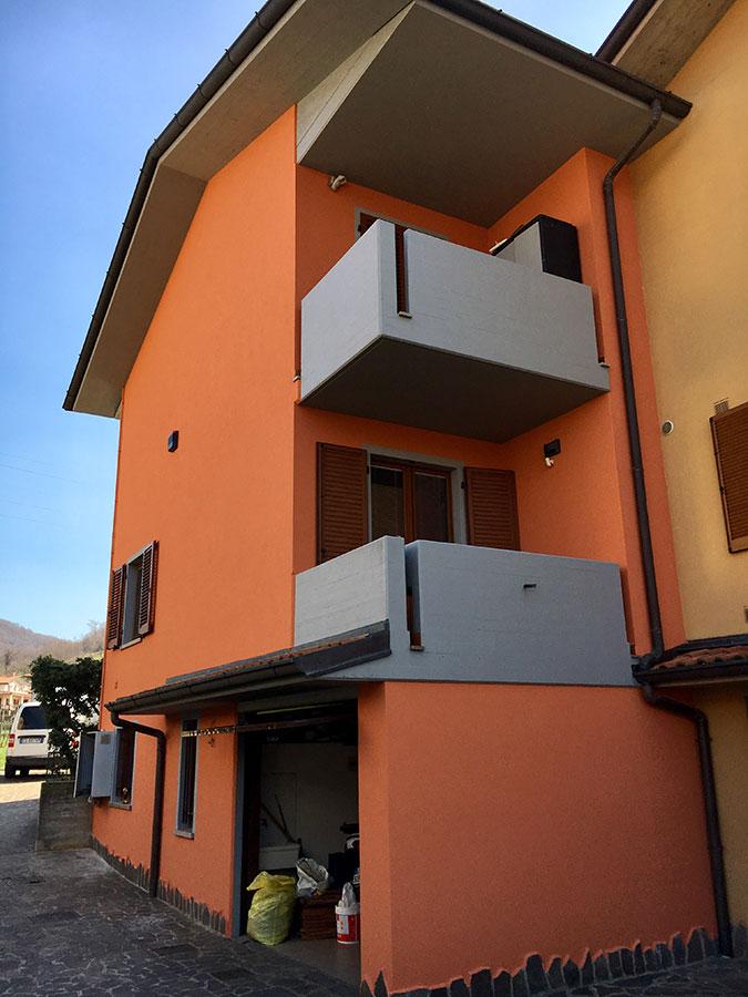 Ristrutturazione delle facciate esterne e rifacimento del colore   Tinteggiaure balconi e gronda   Tinteggiature Gritti Mattia