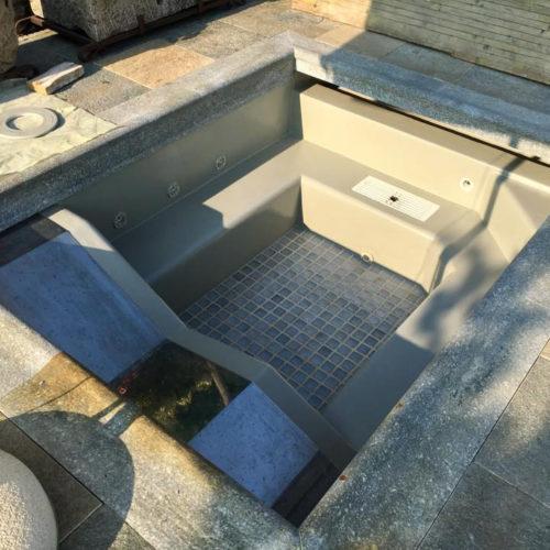 Verniciatura vasca idromassaggio con pittura elastomerica poliuretanica bicomponente | Villa privata | Bergamo | Tinteggiature Gritti Mattia
